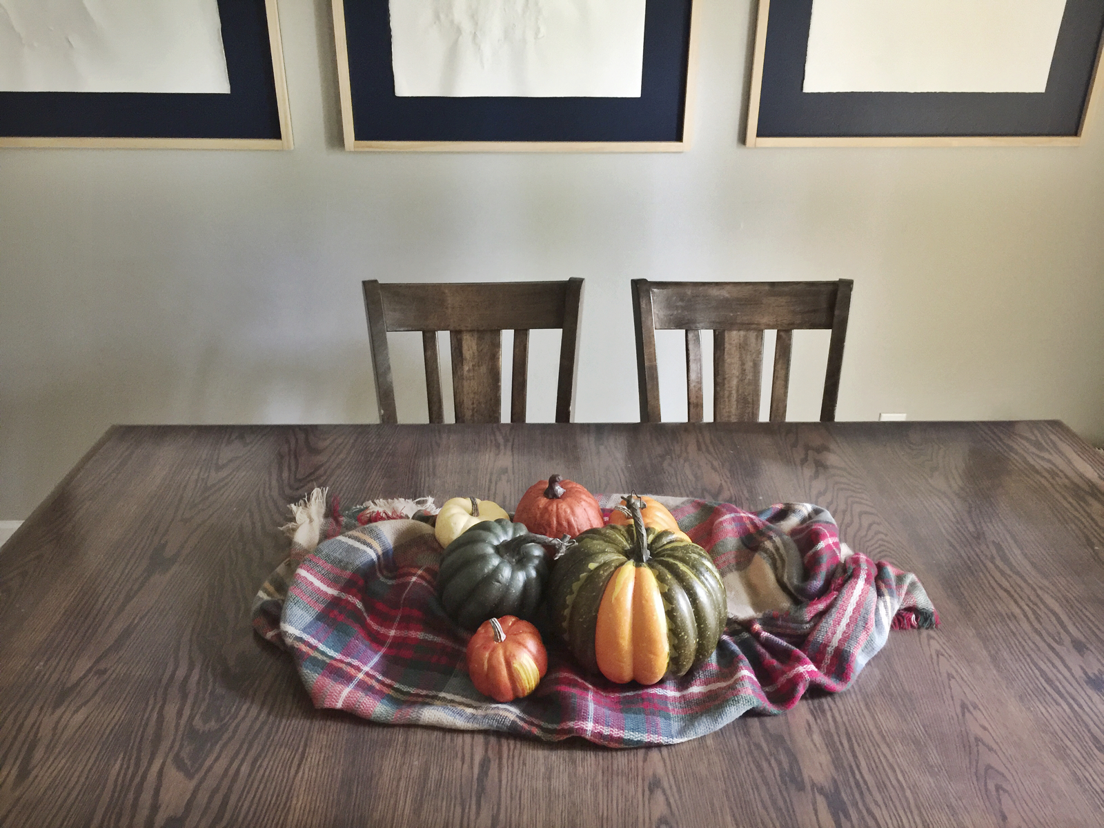 Looking for a simple and inexpensive fall tablescape idea? I've created three easy, DIY pumpkin centerpieces using things you already have around your home! They would look great on your table as Thanksgiving decorations as well!