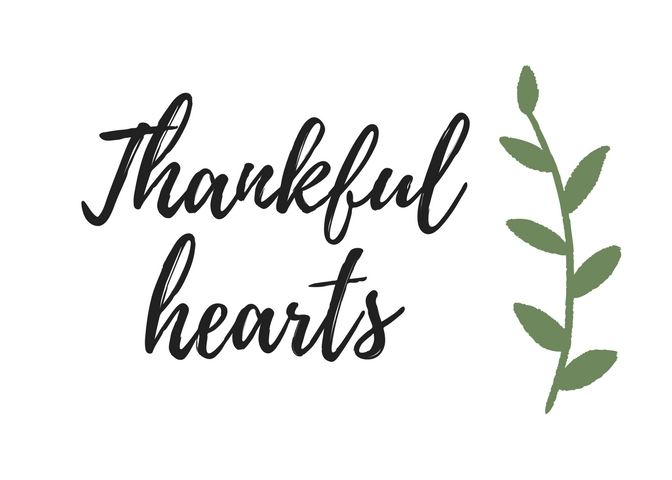 Easily decorate for Thanksgiving this November with this elegant farmhouse style Thanksgiving printable! It's free and it's a quick and stylish decoration that will bring the Thanksgiving season home!