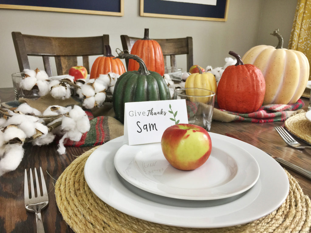 Create a simple and elegant Thanksgiving tablescape! Click here for some beautiful and easy ideas for your Thanksgiving dinner parties!