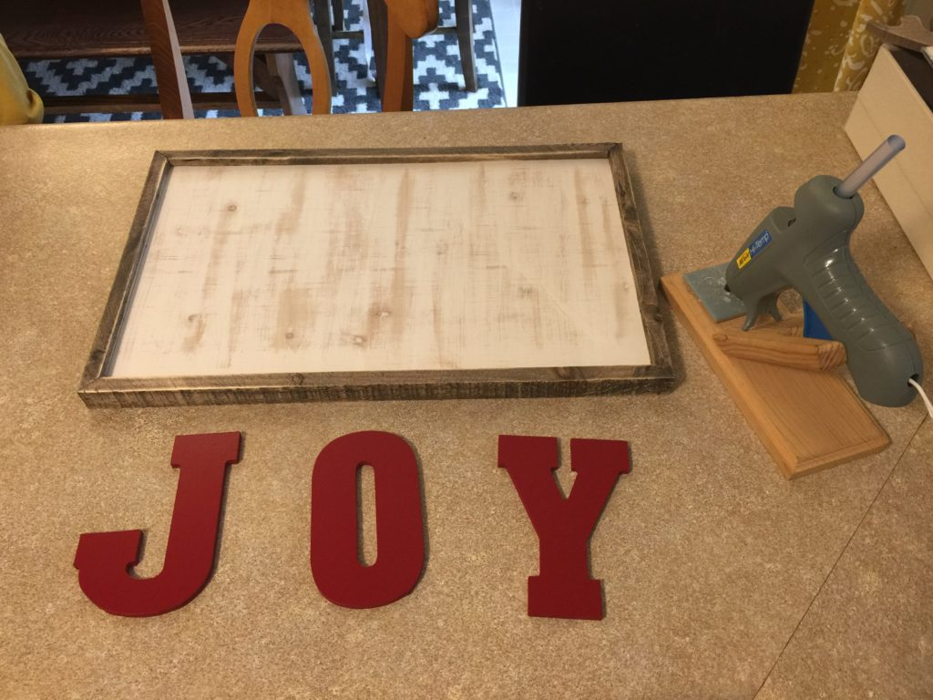 Looking for stylish and simple Christmas crafts to make? This joy sign is the perfect DIY Christmas decor for your home! Add twinkle lights for an extra festive feel! #christmas #diy #christmasdecor #holidaydecor #joy #diychristmasdecor