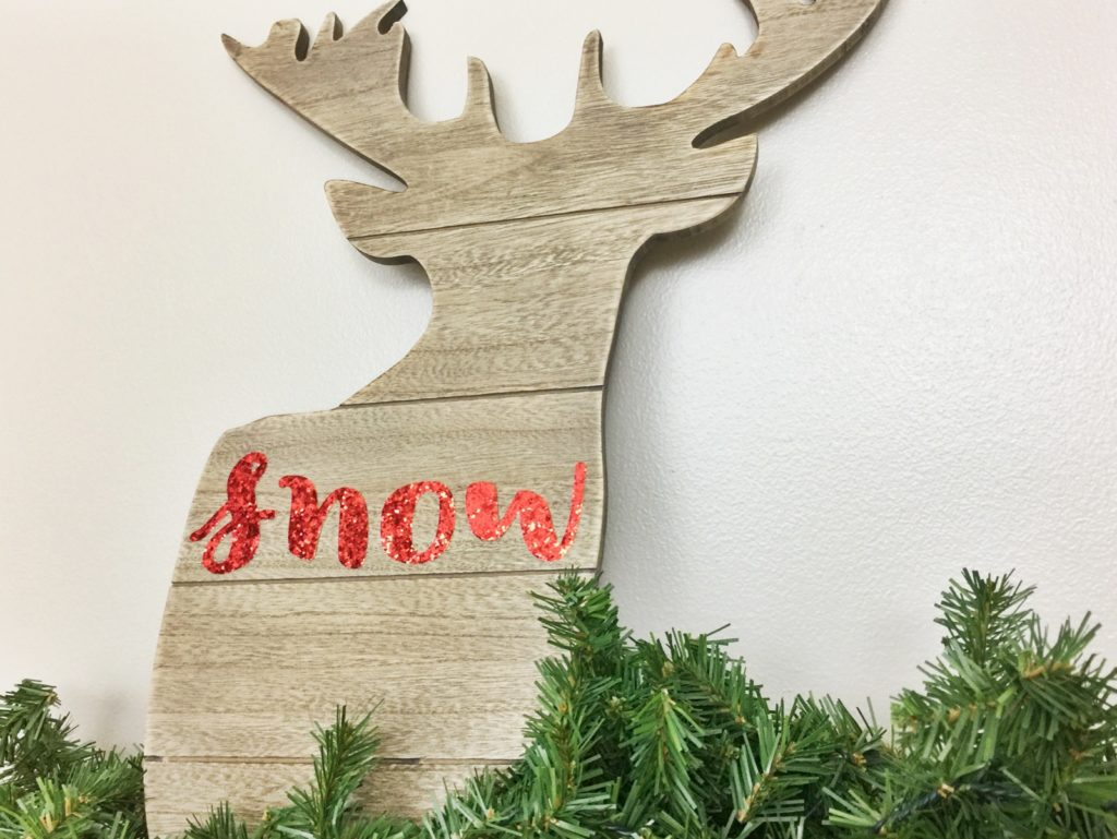 Check out the easiest 2 minute Christmas craft you'll ever find! This DIY Christmas deer decoration will add sparkle and a farmhouse flair to your holiday decor! #christmas #crafts #diychristmascrafts #deerdecor #holidaydecor #christmasdecor