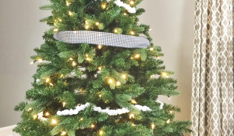 Simple Modern Farmhouse Christmas Tree