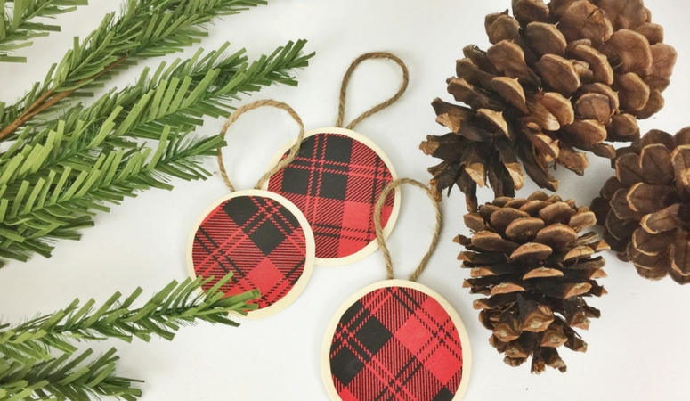 create a beautiful buffalo check christmas tree this year by making your own christmas ornaments - Plaid Christmas Tree Decorations